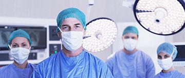 Chirurgiens au bloc opératoire