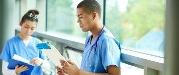Devant une situation qui nous dépasse, un patient gravissime ou un contexte trop compliqué, il faut savoir appeler à l'aide.