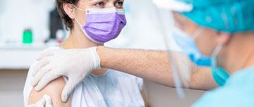 Selon les données de l'OMS, la vaccination grippale permet de prévenir 60 % des infections, de même que de réduire la morbidité dans les populations fragiles.
