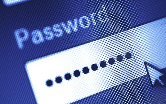 L'utilisation d'un même mot de passe robuste et complexe pour accéder à toutes les applications personnelles, professionnelles et aux réseaux sociaux ne nuit pas à leur sécurité
