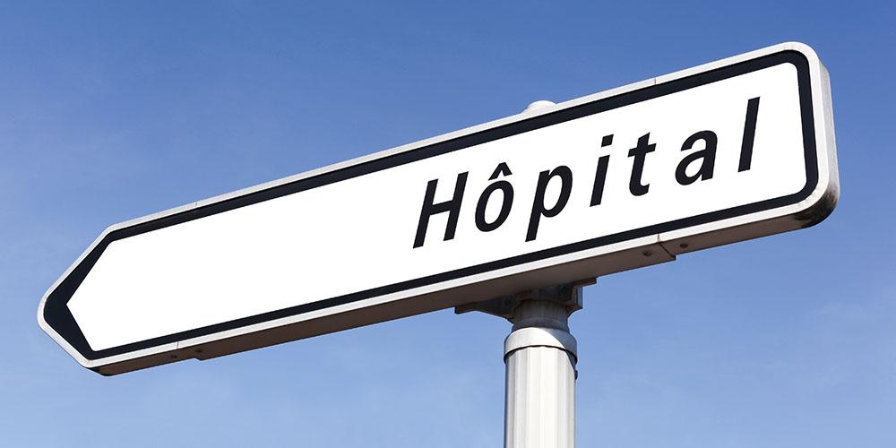 Un panneau symbolisant le lien entre la ville et l'hôpital