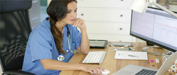Un médecin s'informant sur le RGPD.