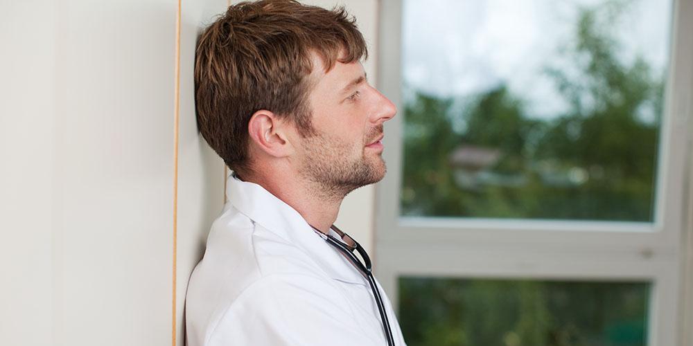 un médecin en situation d'épuisement professionnel