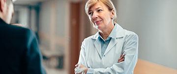 Un médecin face à un patient agressif