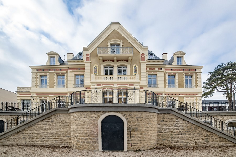 St-Cyr : Titre & Image