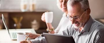 De futurs retraités se renseignent sur la réforme des retraites prévue par Macron en 2019