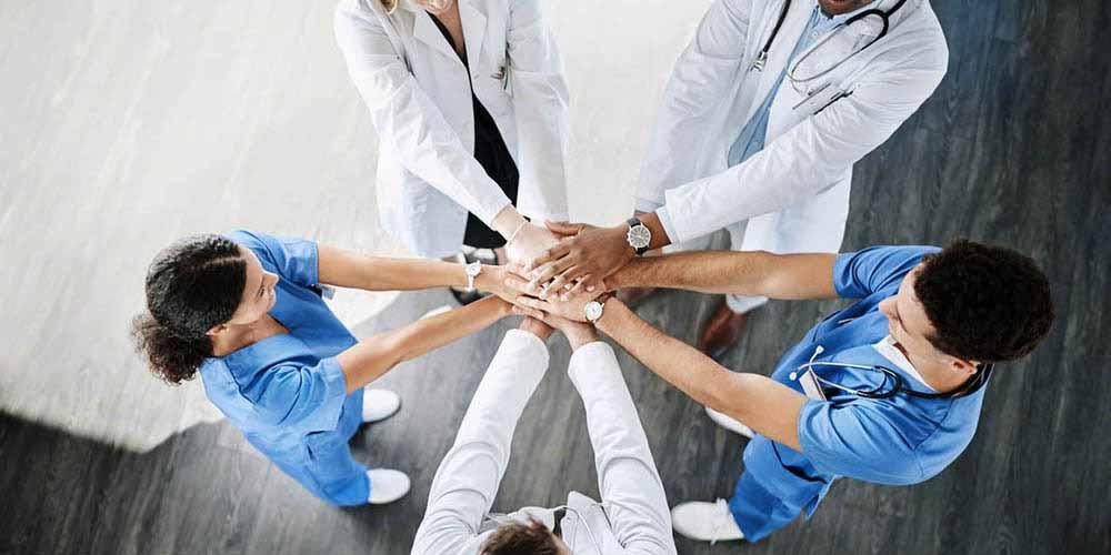 La collaboration infirmiers - aides-soignants